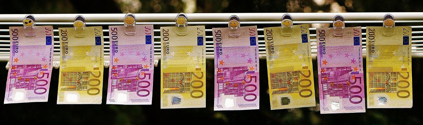 femme cherche argent facile)